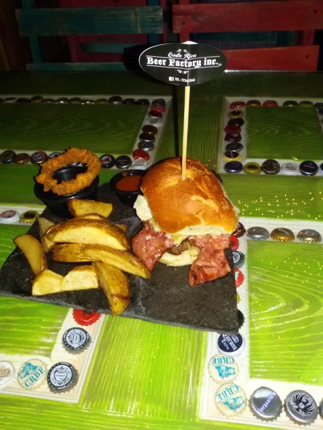 hamburguesa texana en beer factory inc.